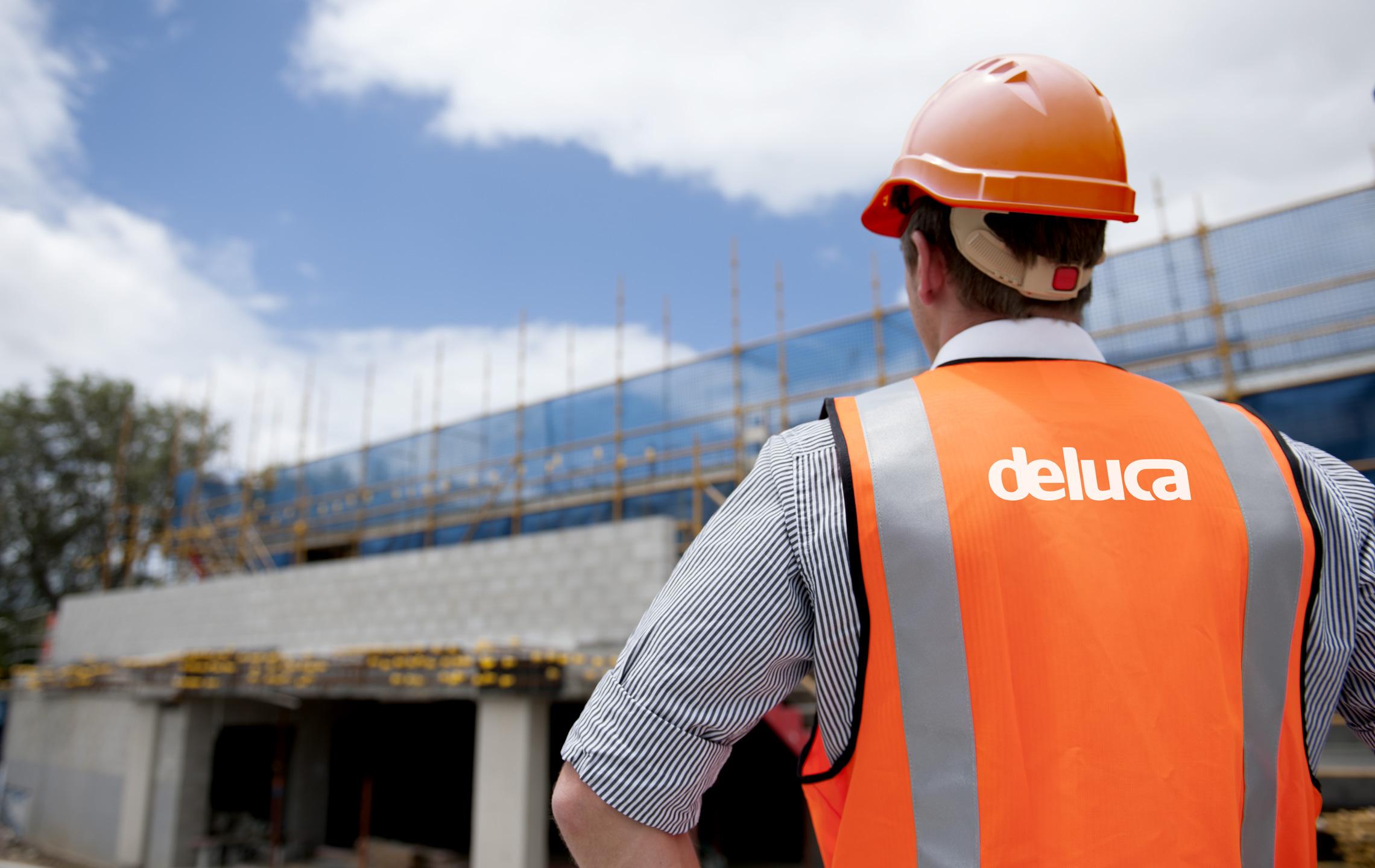De Luca building site high viz